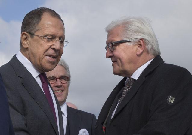 Incontro tra Lavrov e Steinmeier all aeroporto di Volgograd