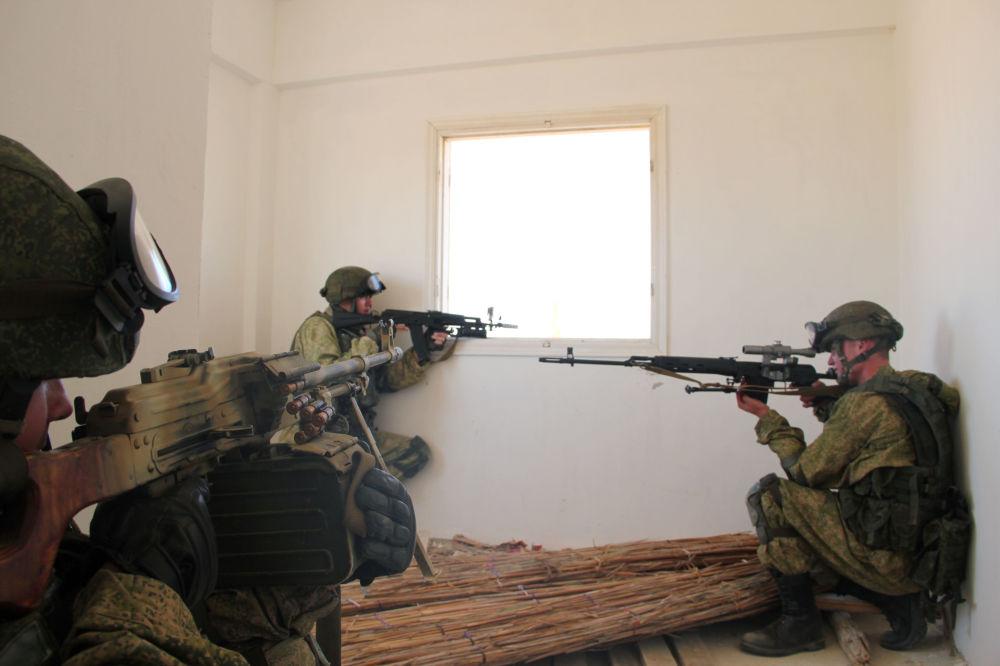 Esercitazioni congiunte dei paracatudisti di Russia ed Egitto