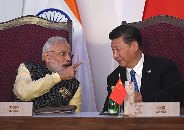 Premier indiano Narendra Modi e presidente cinese Xi Jinping