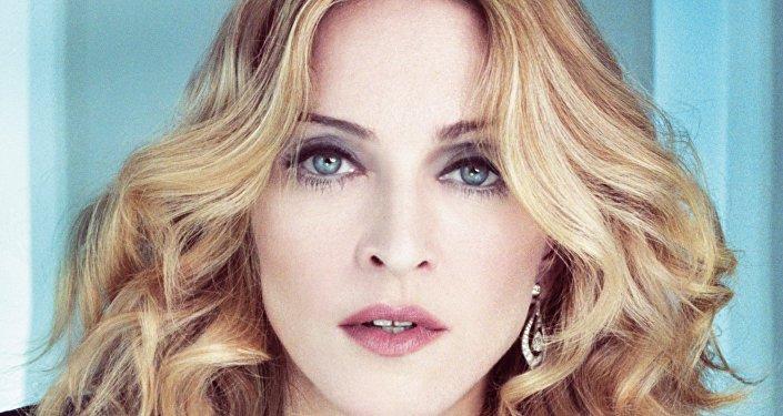 Madonna chiede agli americani di votare per Hillary Clinton