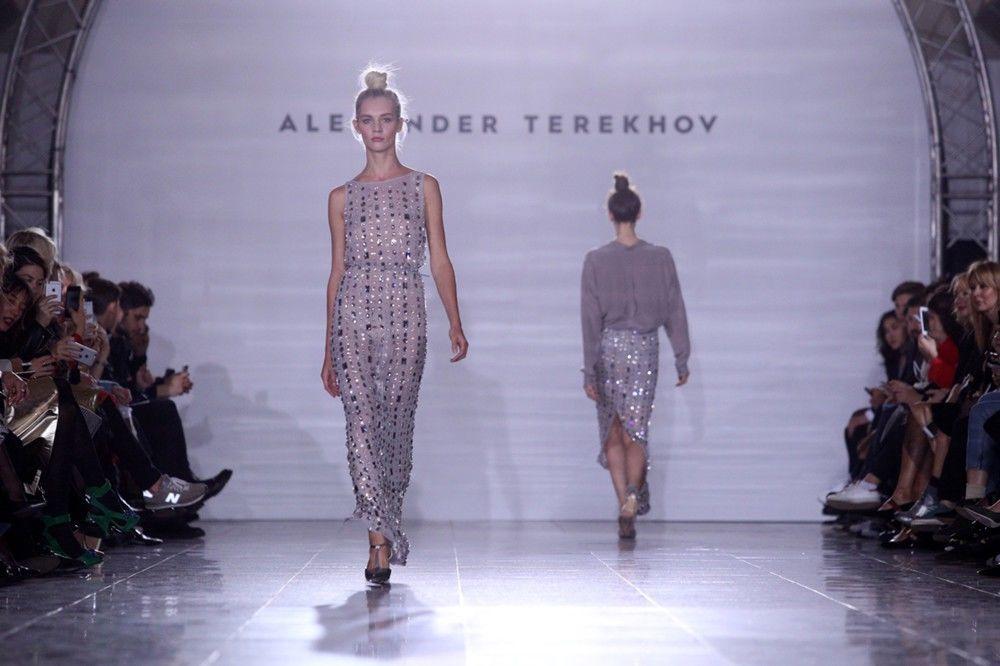 Una sfilata di moda nella metro di Mosca