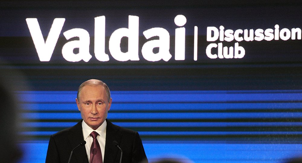 Vladimir Putin interviene al forum Valdai