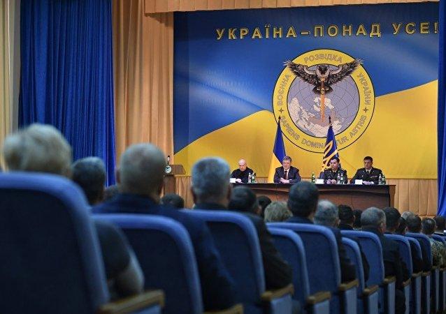 Poroshenko e il nuovo stemma dell'intelligence ucraina