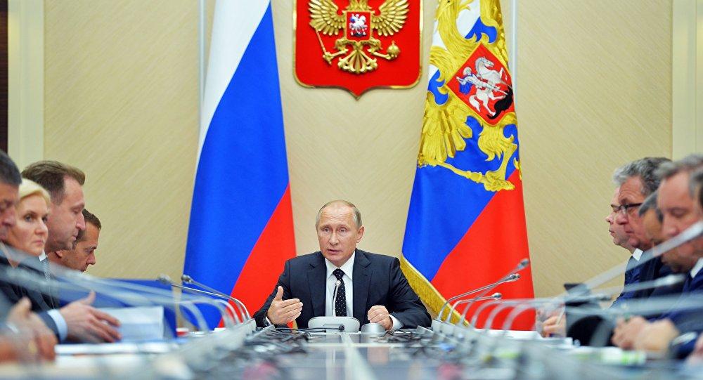 Riunione tra Vladimir Putin ed i ministri della Federazione Russa