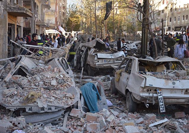 Al luogo dell'esplosione a Diyarbakir, Turchia