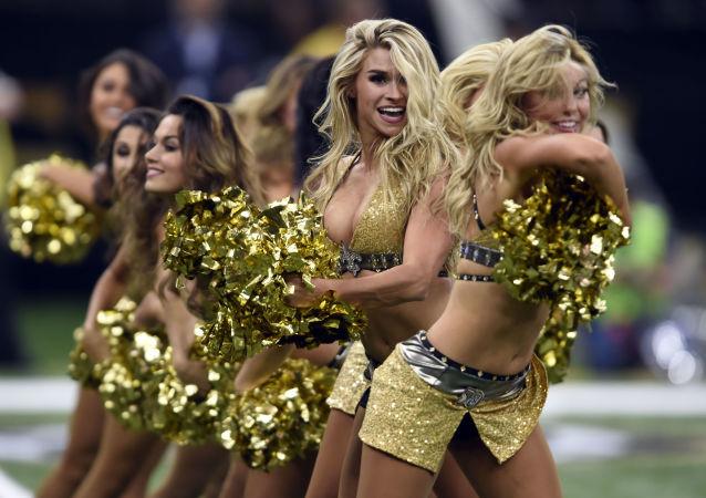 Cheerlaeder della squadra New Orleans Saints a New Orleans.