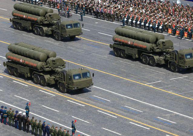 Parata Militare del Giorno della Vittoria: lanciarazzi S-400 (foto d'archivio)