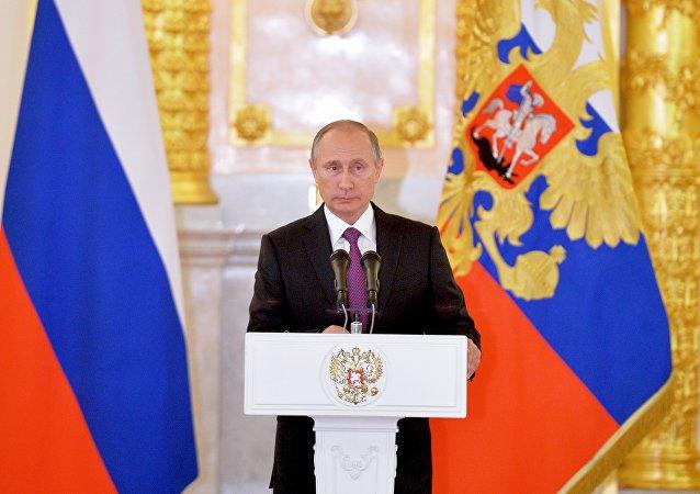 Putin al Cremlino incontra i nuovi ambasciatori