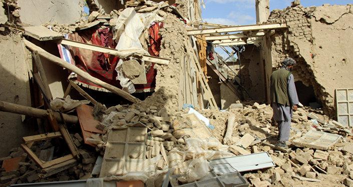Casa distrutta in un bombardamento in Afghanistan