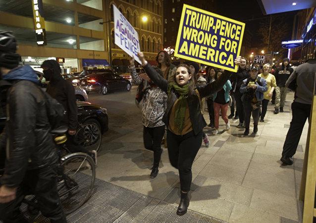 Dimostranti anti-Trump ad Indianapolis