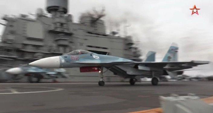 "La portaerei russa ""Admiral Kusnetsov"""