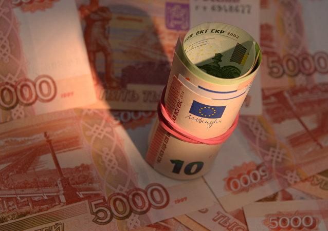I soldi, rubli e euro