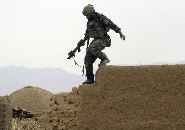 Soldato americano in azione (foto d'archivio)