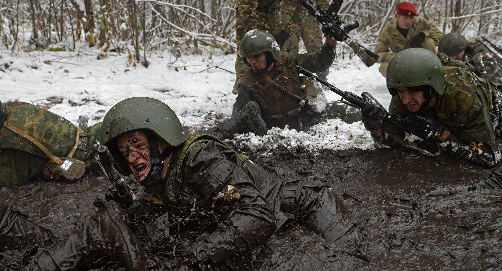 Soldati russi durante un'esercitazione