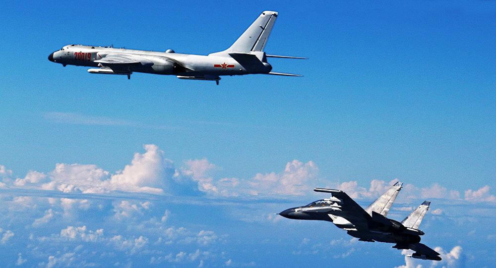 Aereo cinese Su-30 e bombardiere cinese H-6K