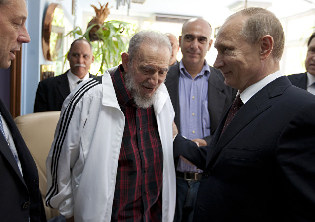 Vladimir Putin e Fidel Castro (11 luglio 2014, foto d'archivio)