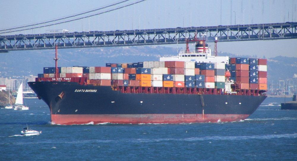 Un'enorme nave porta container