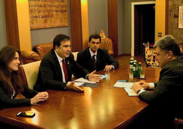Mikheil Saakashvili e Petr Poroshenko (foto d'archivio)