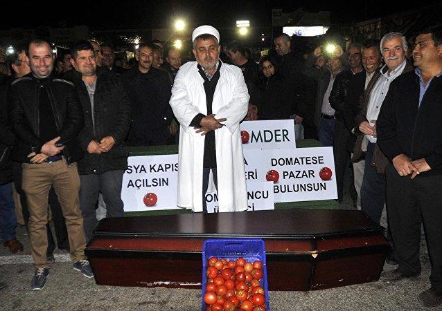 Agricoltori turchi protestano ad Antalya