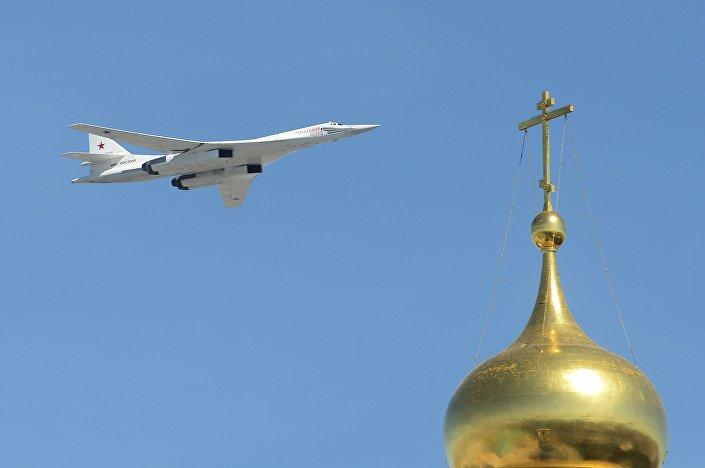 Il bombardiere strategico Tu-160.