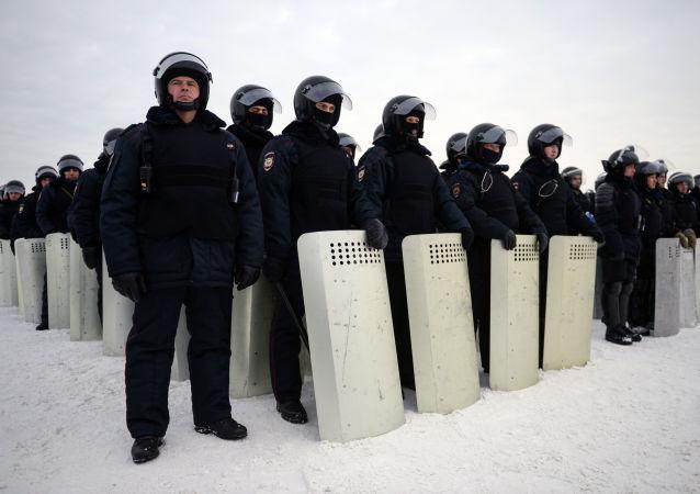 Manovre delle unità antisommossa della Guardia nazionale.