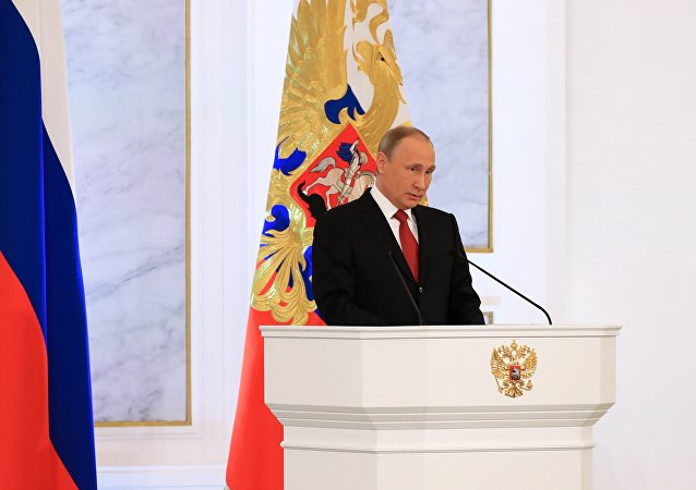 Il presidente Putin pronuncia le ultime frasi del suo discorso all'Assemblea Federale