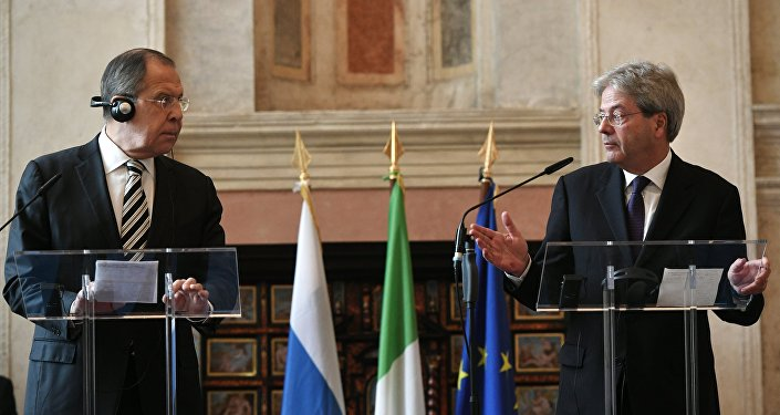 Sergei Lavrov e Palolo Gentiloni alla conferenza stampa dopo i colloqui a Roma.