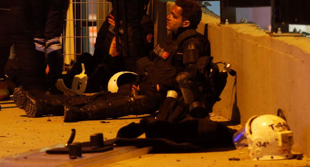 Poliziotto ferito ad Istanbul dopo l'attentato