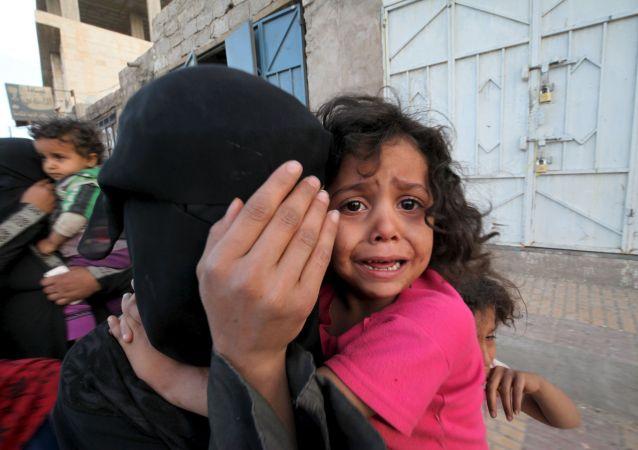 Civili in fuga dai bombardamenti.