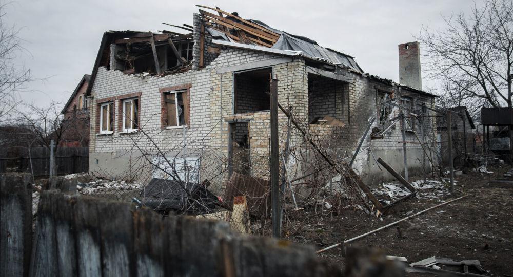 Casa distrutta vicino all'aeroporto di Donetsk (foto d'archivio)