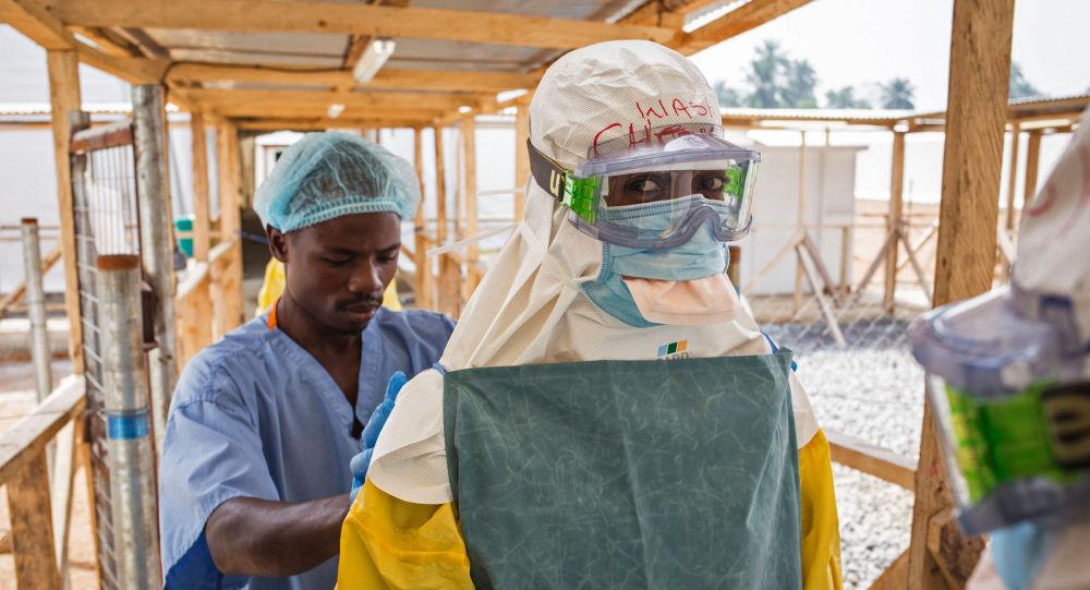 L'infermiere italiano rimasto infettato dall'Ebola durante la sua permanenza in un campo Emergency in Sierra Leone.