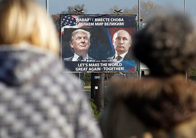 Cartellone con le foto di Putin e Trump, Montenegro