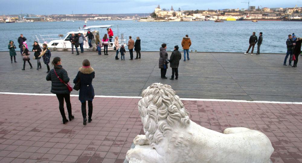 Turisti a Sebastopoli