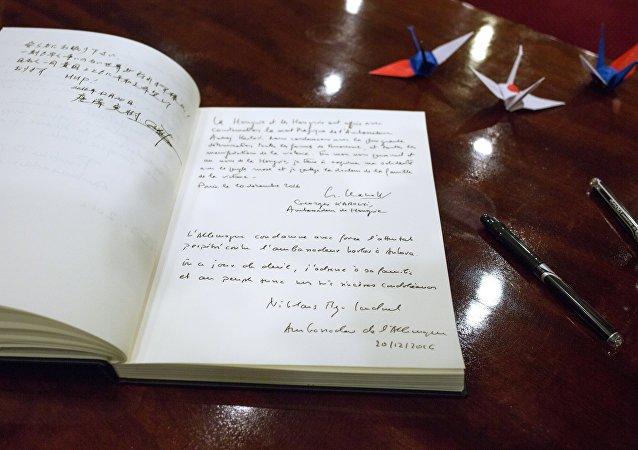 Il libro delle condoglianze per l'ambasciatore russo in Turchia Andrey Karlov