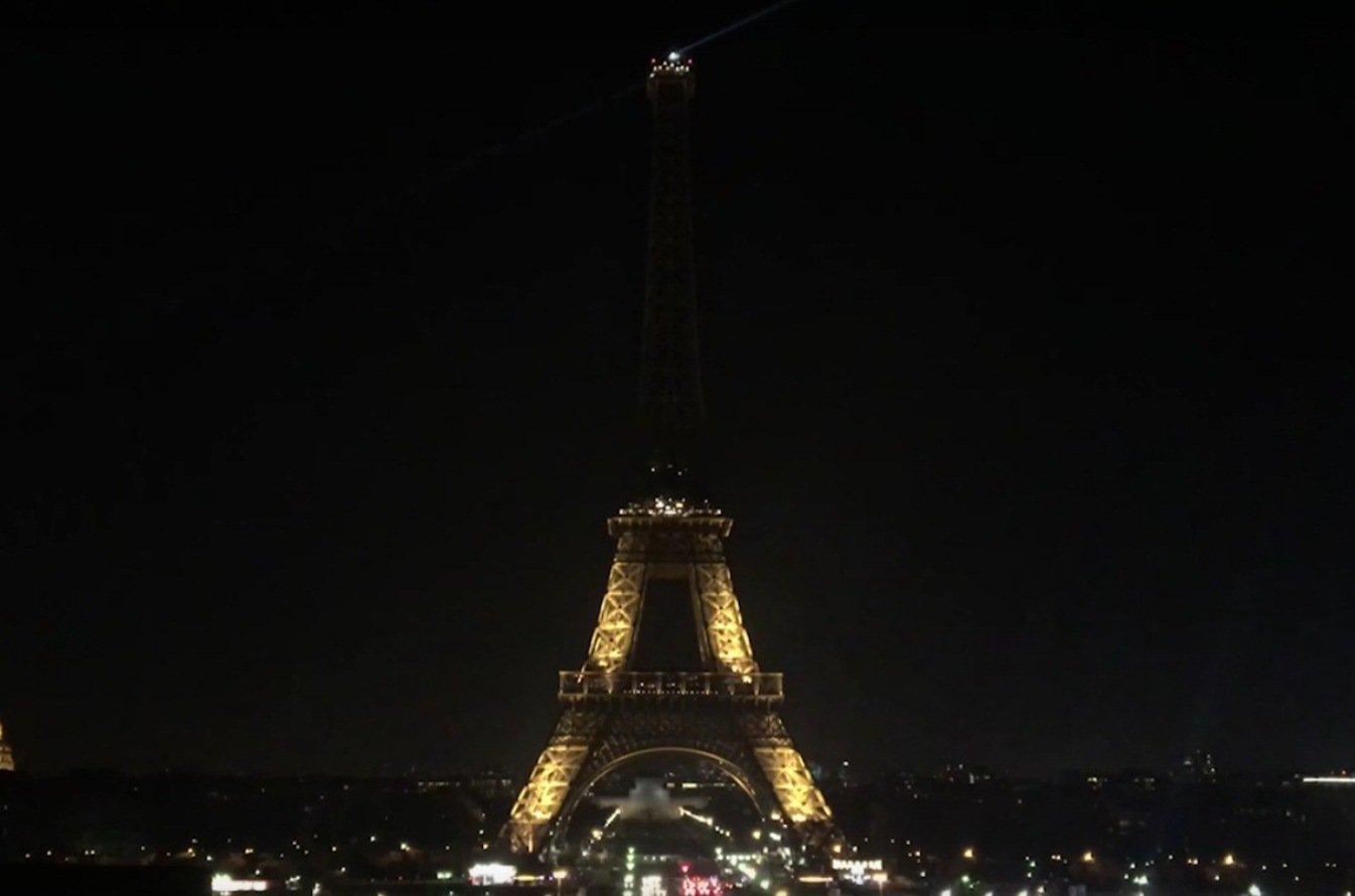 La Tour Eiffel spenta in segno di lutto dopo la liberazione di Aleppo