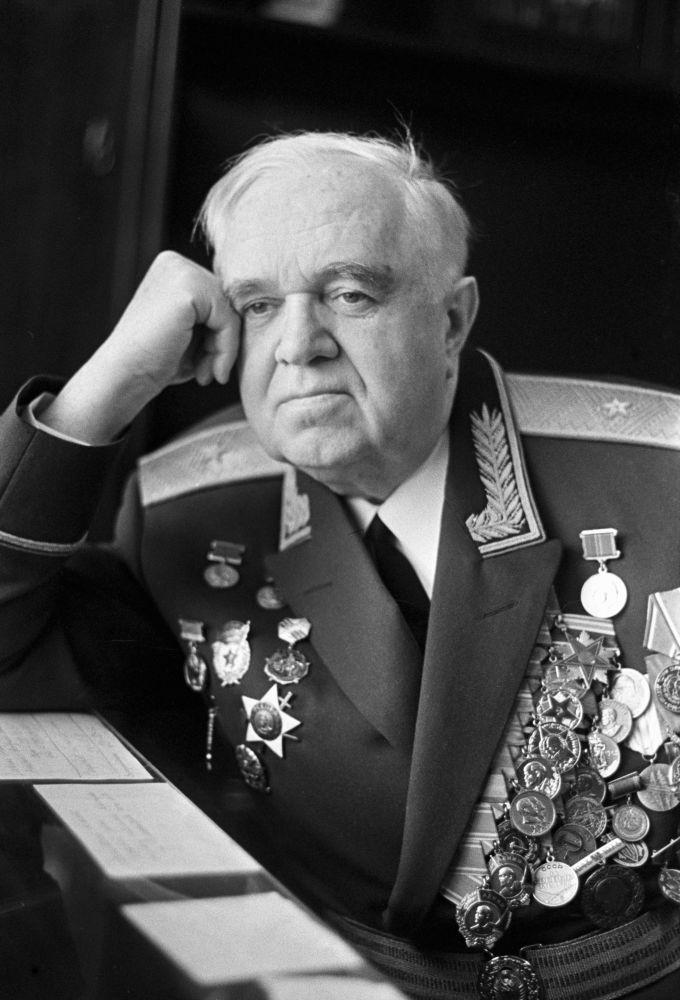 Il direttore del Complesso di Canto e Ballo A.V.Aleksandrov dell'Esercito Sovietico nei 1946-1987, maggior generale Boris Aleksandrov, figlio del fondatore del Complesso.(Foto d'archivio)