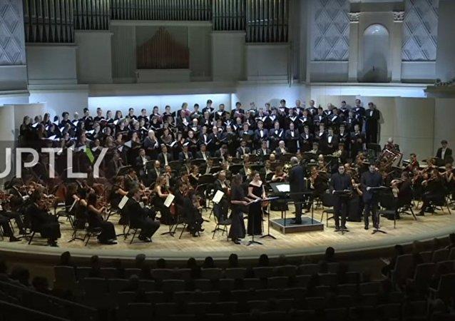 Orchestra del teatro Mariinsky ricorda le vittime dello schianto Tu-154