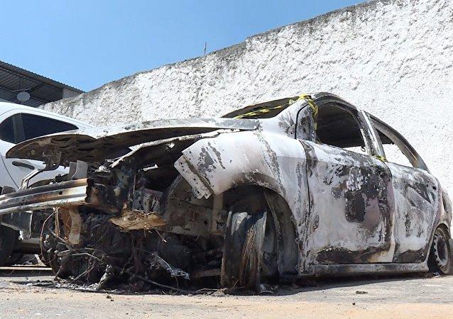 Auto bruciata dell'ambasciatore greco