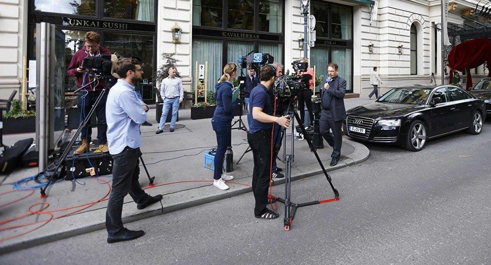 Giornalisti vicino alla sede dell'IAAF