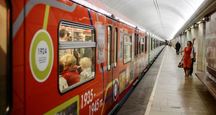 Vagone celebrativo dell'80° anniversario della fondazione della metro di Mosca.