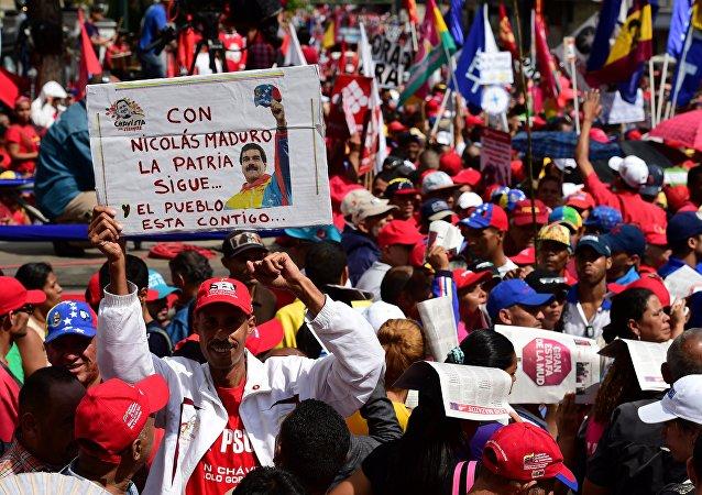 Manifestanti chavisti a Caracas