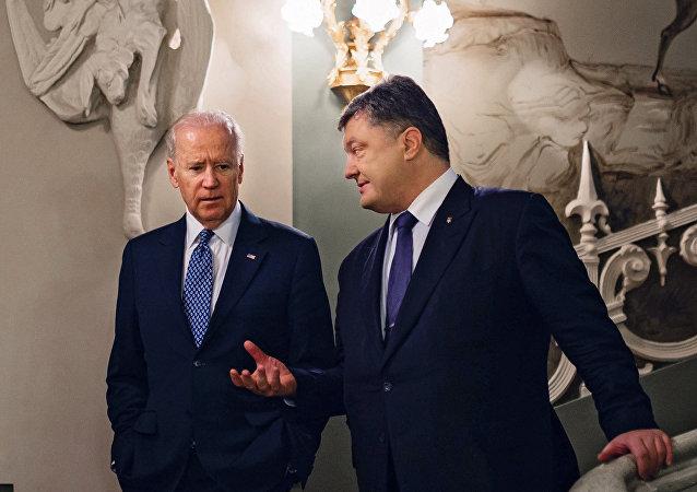 Presidente ucraino Petro Poroshenko e il vicepresidente USA Joe Biden.