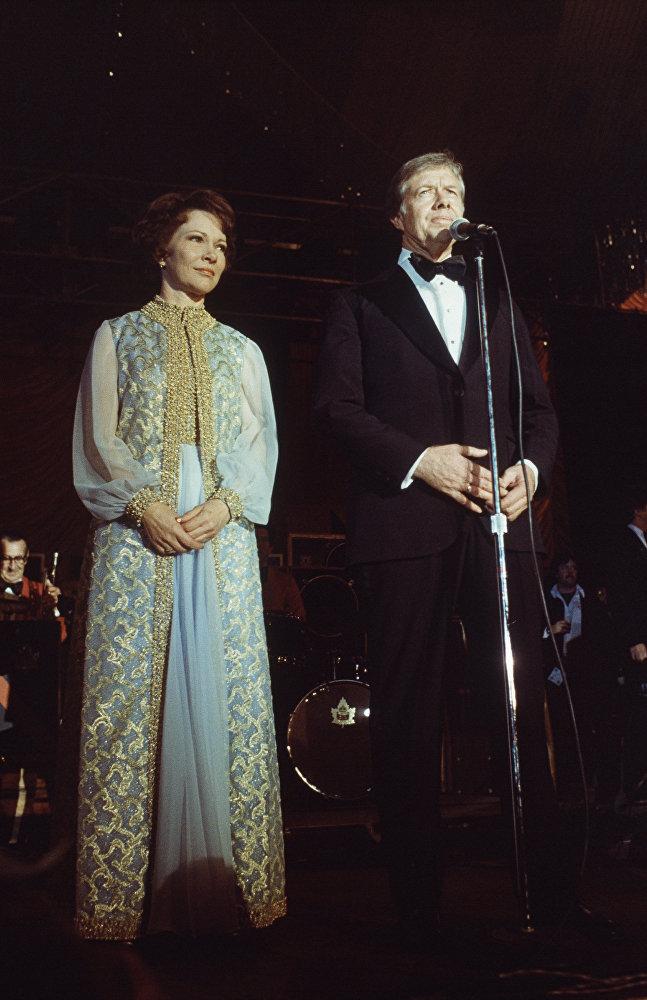 Il presidente Jimmy Carter e la first lady Rosalynn Carter alla Casa Bianca dopo l'insediamento, il 21 gennaio, 1977.