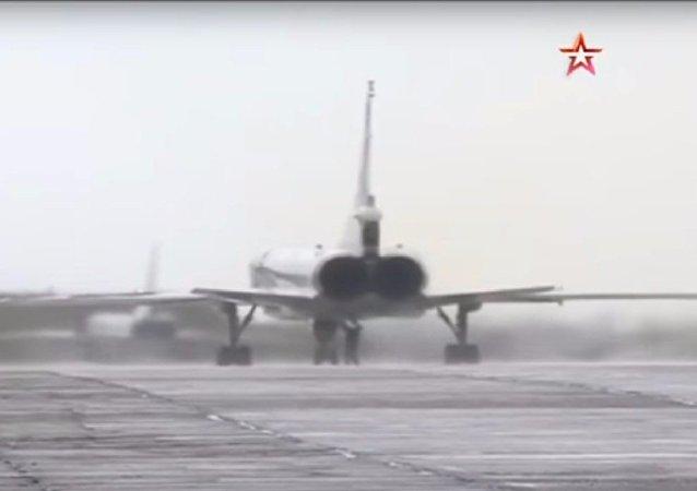 I Tu-22M3 partono per una missione da combattimento