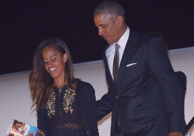 Barack Obama con sua figlia Malia (foto d'archivio)