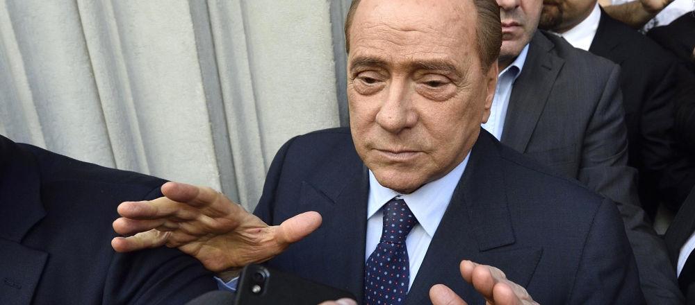 Silvio Berlusconi ha precisato: Ho detto che sono fuori dalla politica intendendo la politica dei professionisti