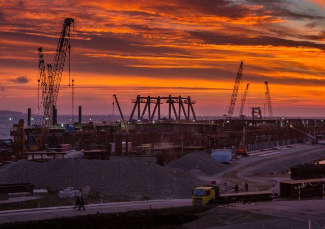 La costruzione del ponte verso la Crimea