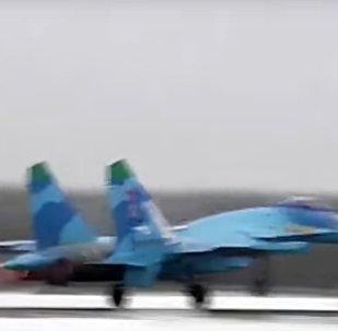 Un caccia russo in volo nel test della difesa contraerea di Mosca