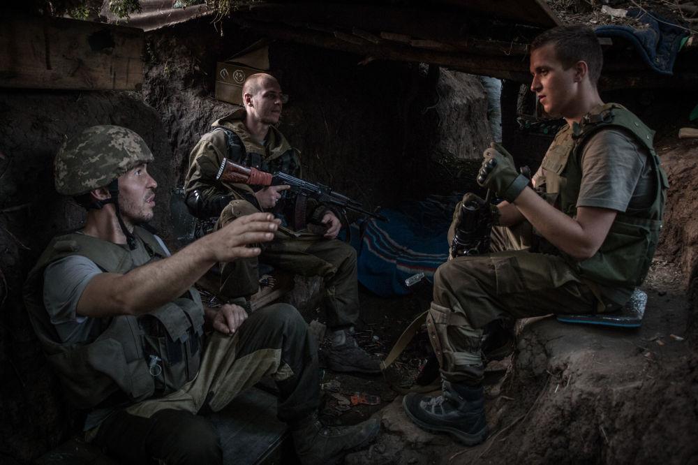 Miliziani di DNR nei pressi di Mar'inka nella regione di Donetsk.