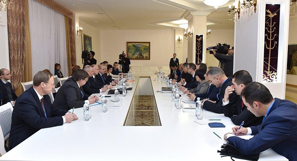 Incontro del gruppo congiunto sul controllo cessate il fuoco in Siria che contiene rappresentanti della Russia, Iran e Turchia
